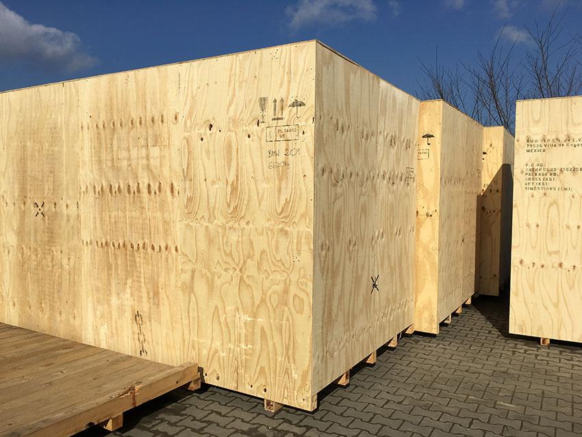 Magazynowanie towarów i skrzyń drewnianych
